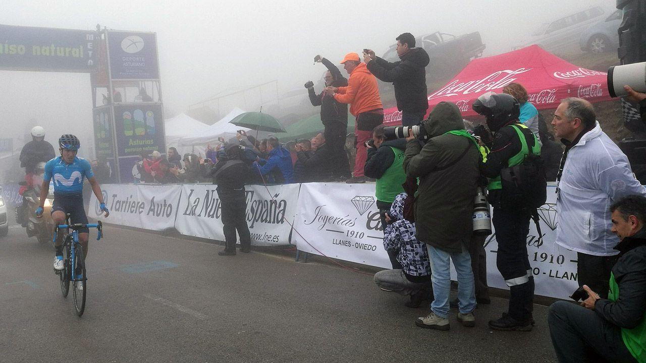 El corredor ecuatoriano Richard Carapaz (Movistar) se ha impuesto en el Alto del Acebo, en la segunda etapa de la Vuelta a Asturias