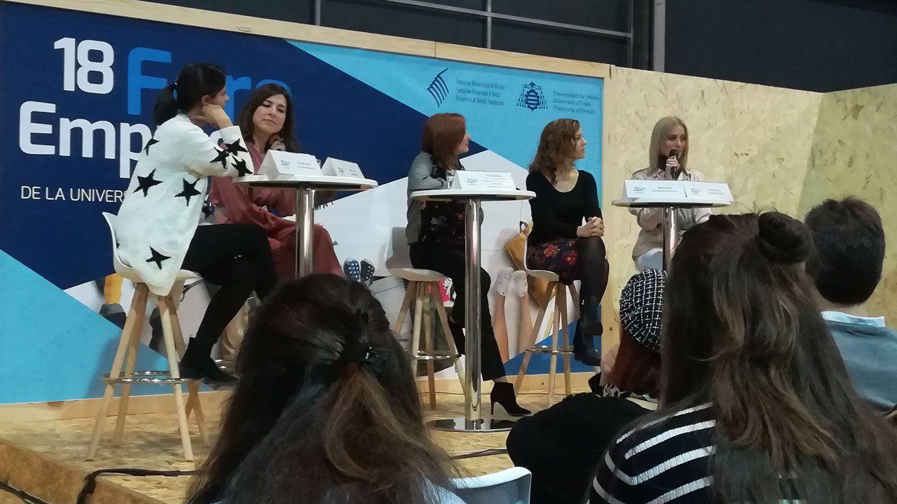 Por la izquierda, Carmen Osorio, Isabel Llano, Eugenia Suárez, Carmen García y Carmen Barcia