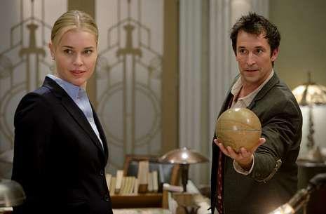 Rosa.Rebecca Romijn encabeza un reparto que tendrá que resolver misterios y recuperar objetos históricos.