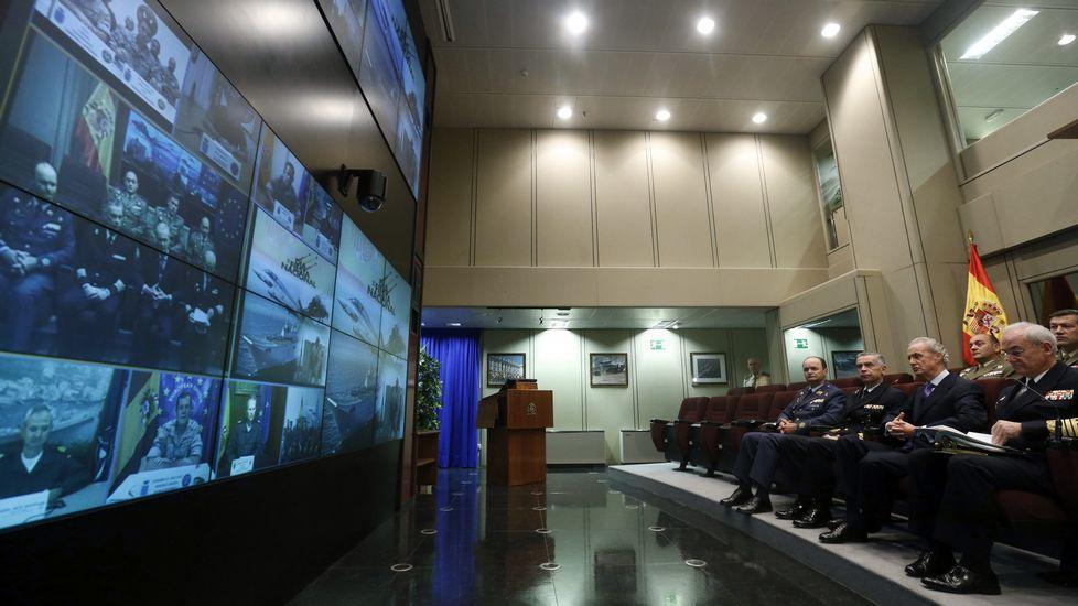Incertidumbre sobre el paradero de los tres militares españoles desaparecidos.Uno de los barcos que participan en la búsqueda de los militares desaparecidos
