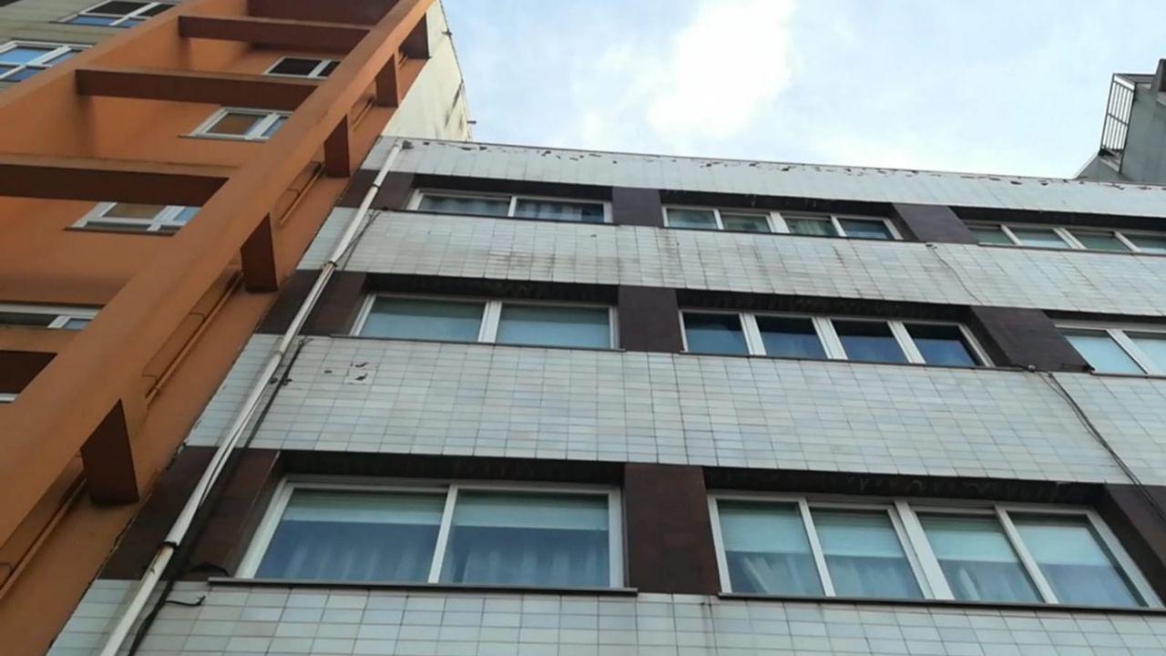 Peligro de desprendimientos en un edificio de Vilaboa