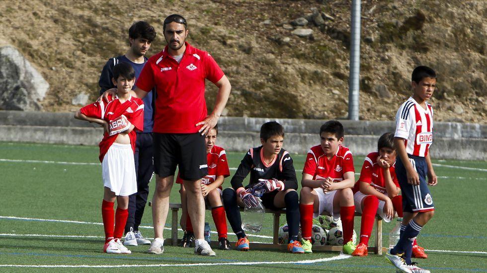 Las imágenes de los partidos amistosos del Arousa Fútbol 7.La primera jornada del AF7 vio en juego a los 20 equipos.