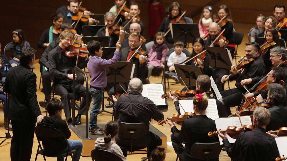 Un niño dirige a la Orquesta Sinfónica de Galicia en el Palacio de la Ópera de A Coruña