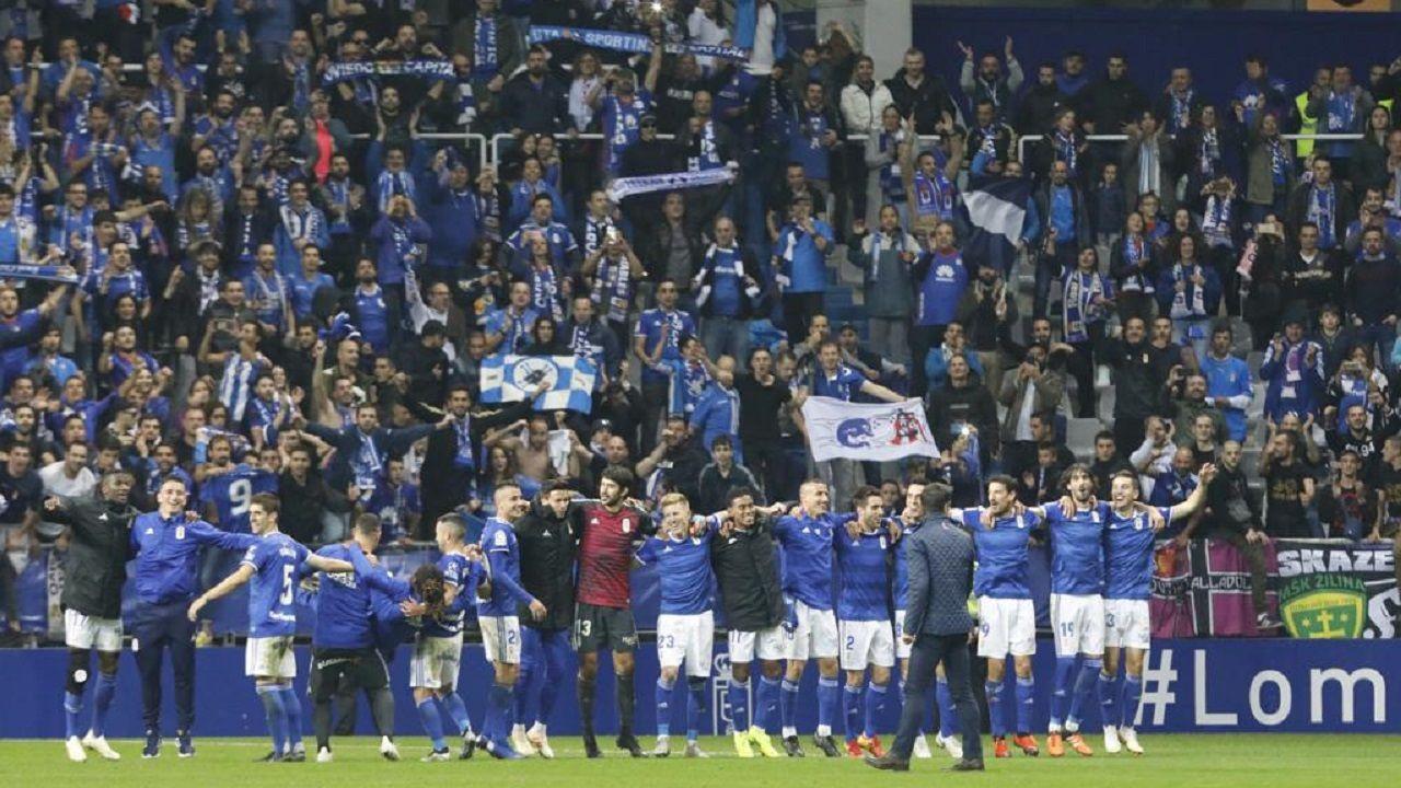 Los jugadores del Oviedo celebrando la victoria ante el Sporting