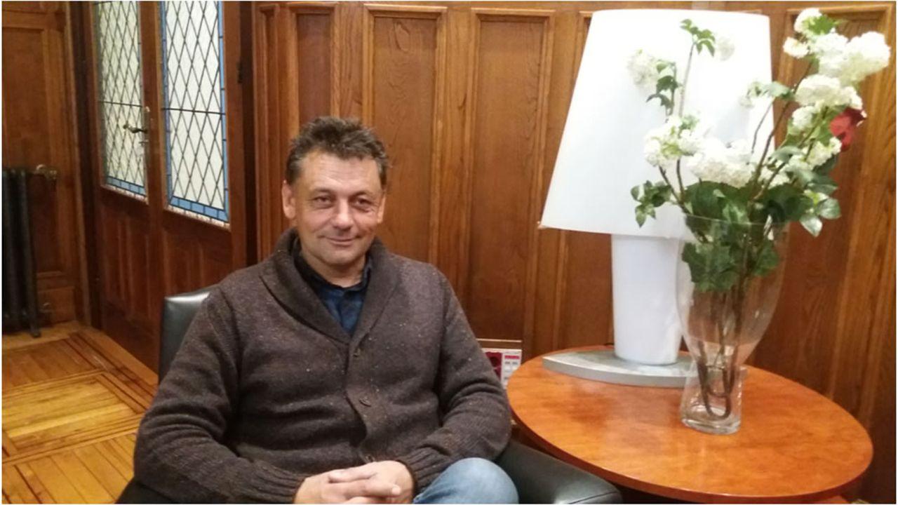 Atasco en el acceso a Oviedo.Javier Ardines, concejal de IU en Llanes