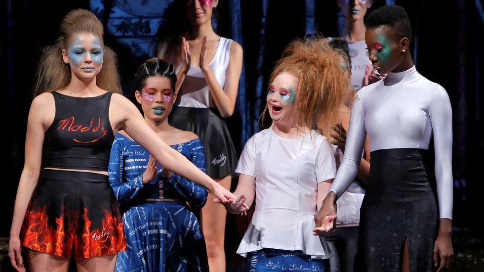 Las «21 razones» de Madeline Stuart sobre la pasarela.La modelo de talla grande Ashley Graham durante el desfile de Michael Kors.