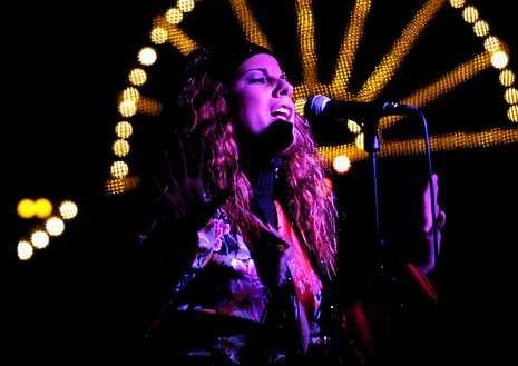 La cantante en una actuación en Lugo en el año 2002.