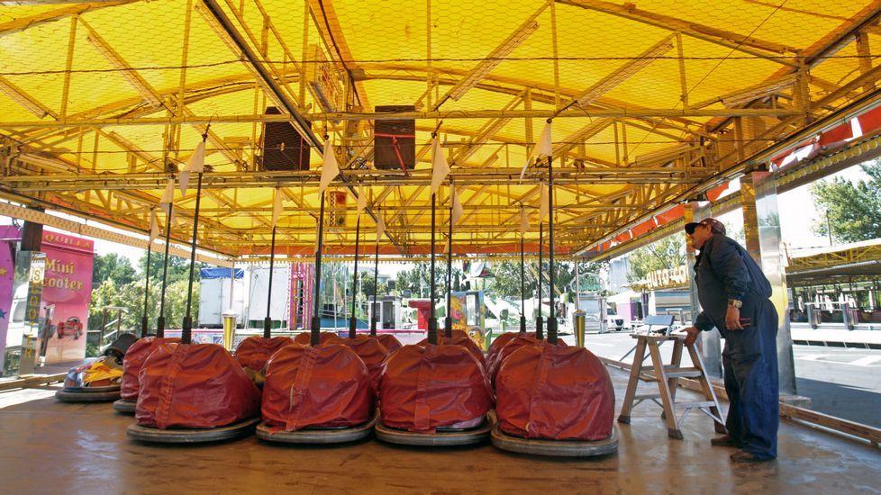 .El viernes quedaron instaladas y listas para funcionar las atracciones de las fiestas en el Parque dos Condes y en el Paseo da Compañía
