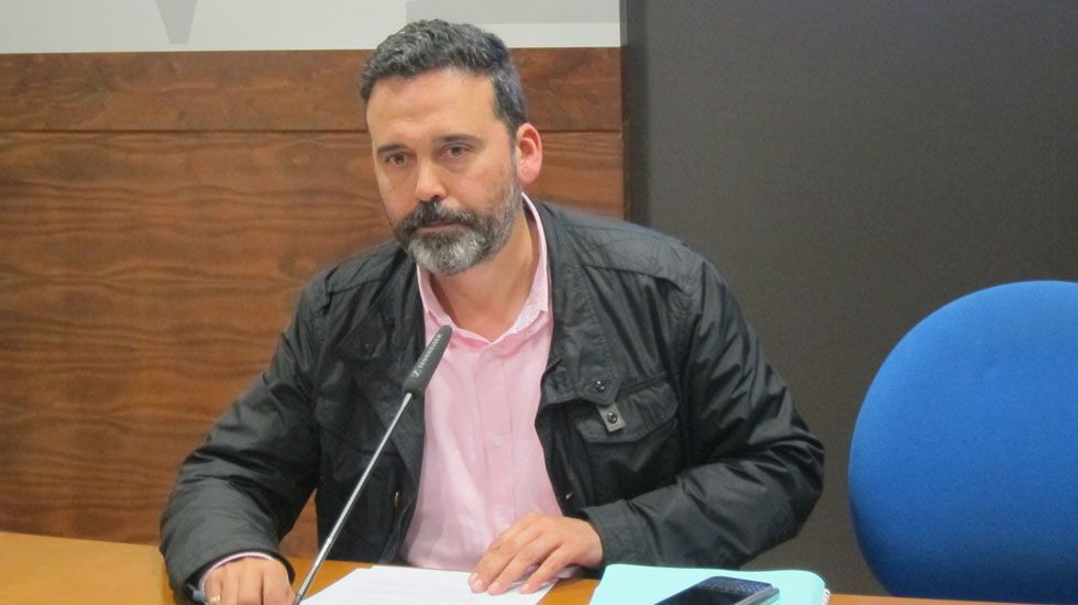 Terraza, sol, Gijón, buen tiempo.El concejal de Seguridad Ciudadana del Ayuntamiento de Oviedo, Ricardo Fernández.