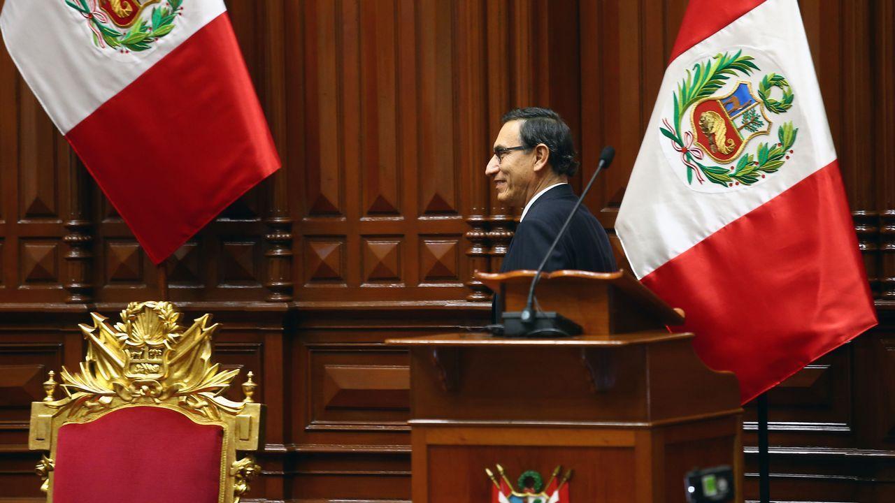 Vizcarra juró como nuevo presidente de Perú, en la culminación de la sucesión constitucional tras la dimisión de Pedro Pablo Kuczynski en medio de una grave crisis política