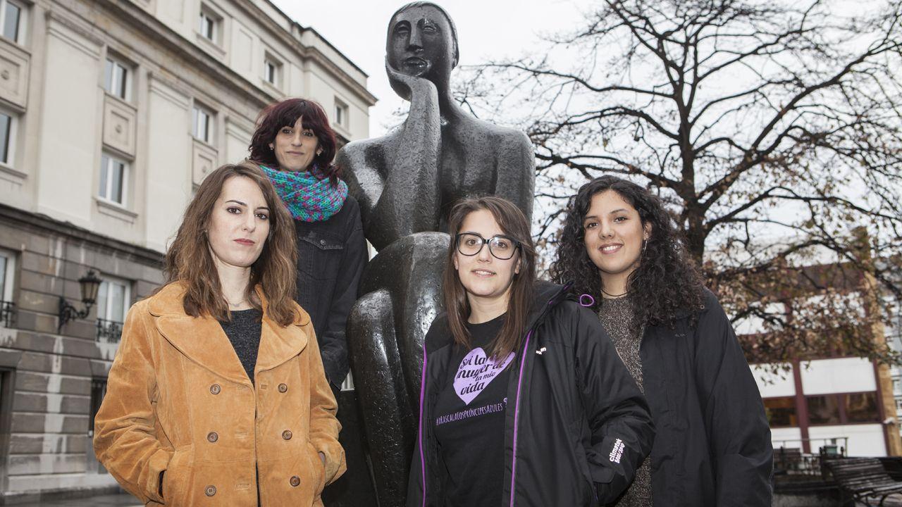 Cuatro integrantes de la comisión 8M en Asturias, desde la izquierda, Olga Carrasco, Agustina Guglielmetti, Laura Fernández y Sara Combarros