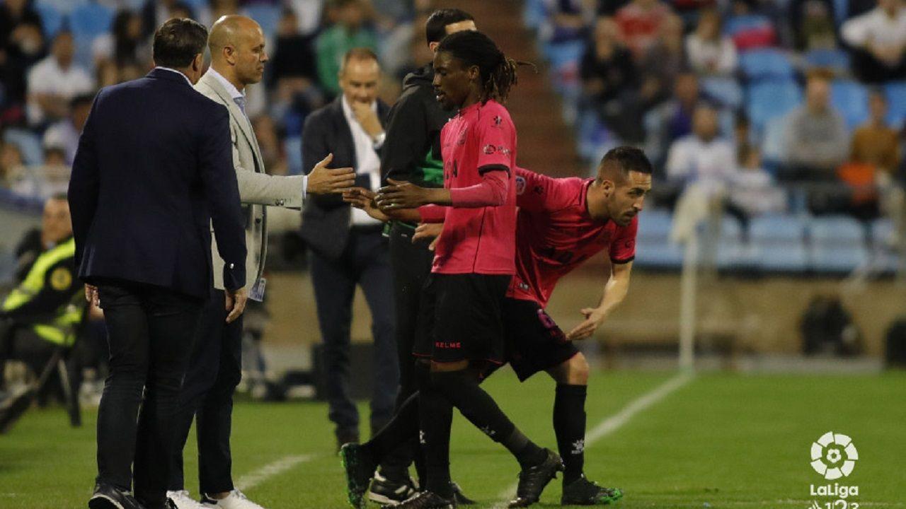 Richard Boateng tras ser cambiado en el Zaragoza-Alcorcón