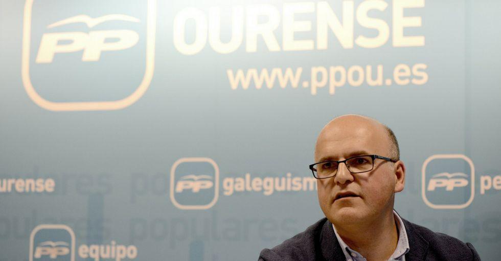 .El presidente popular dice que, tras la pérdida de un diputado en Verín, hay que reflexionar.