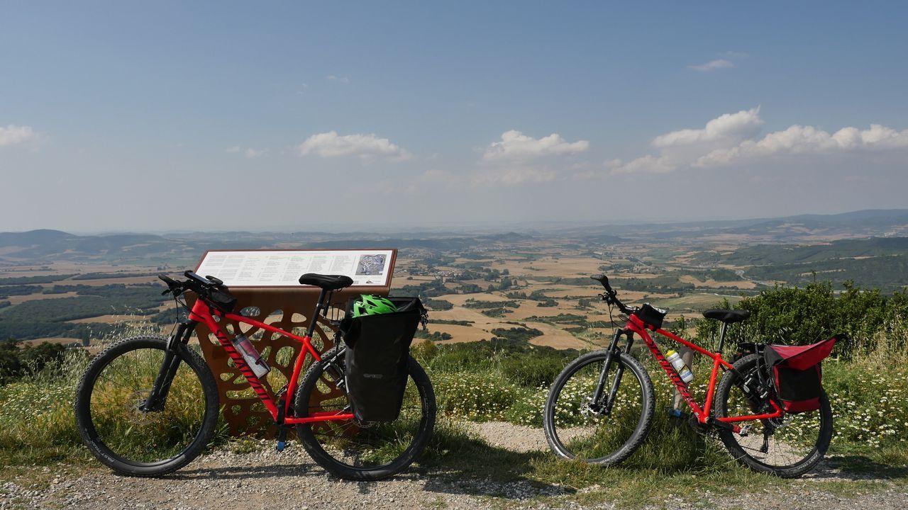 .Las bicicletas del equipo de La Voz en el Alto del Perdón