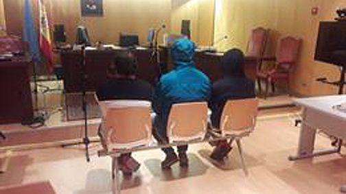 Los tres acusados de trucar cuentakilómetros en la venta de vehículos