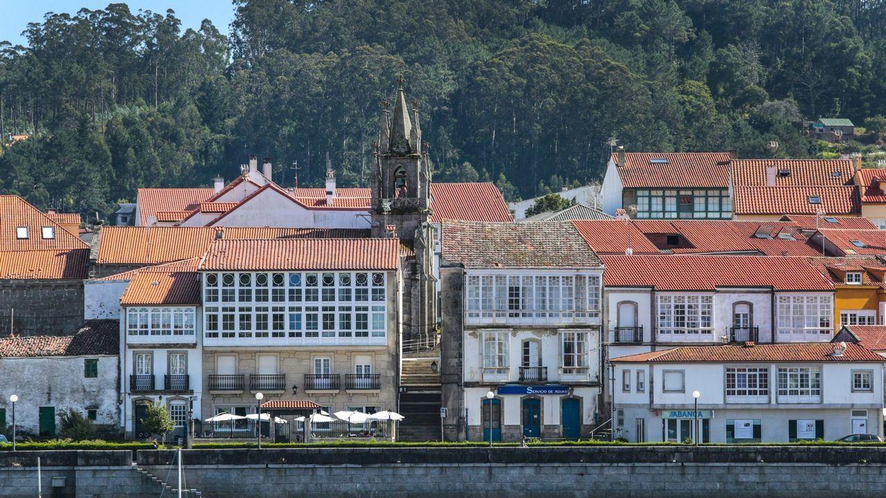 La Guardia Civil frustra un atraco a mano armada en la sucursal del Banco Pastor en A Ponte do Porto, Camariñas