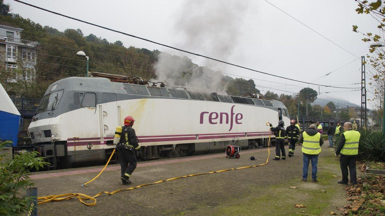Locomotora ardiendo en Ribadavia