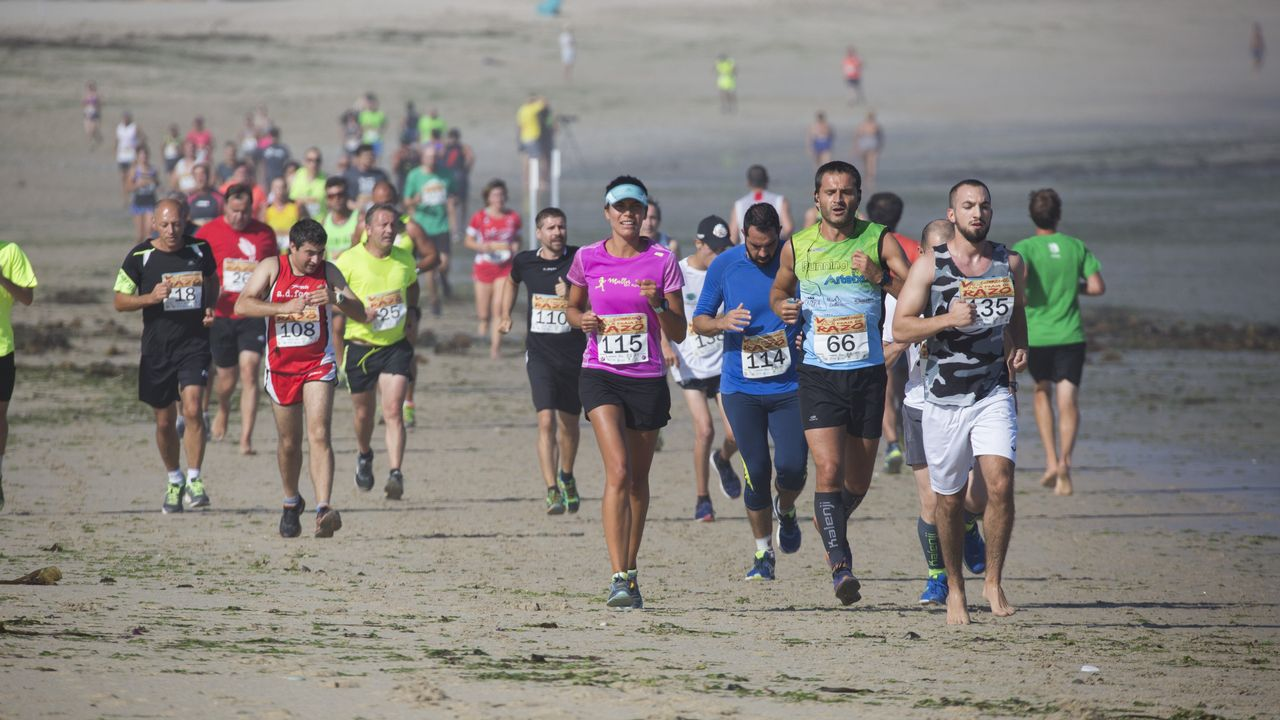 ¡Mira, en imágenes, la quinta Correndo 5 Quilómetros pola Praia de Razo!.