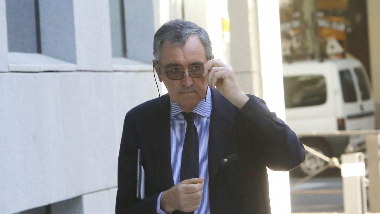 Roberto Tojeiro, presidente de Gadisa (en el centro de la foto), durante el juicio