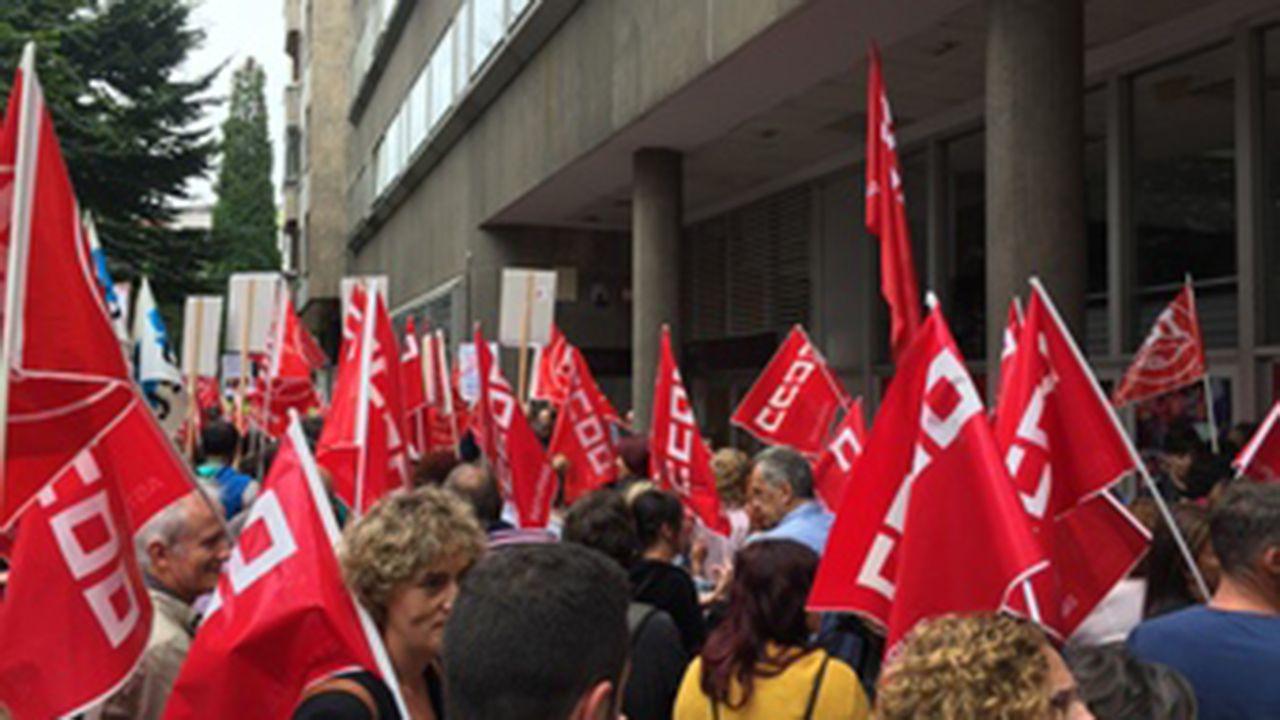 Protesta de los sindicatos frente a la sede de FADE