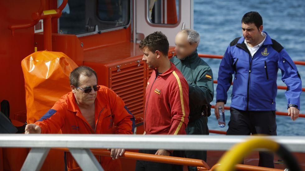 Rescatadas tres personas tras hundirse su pesquero a 4 millas al noroeste del cabo Prior.BENTO VELOSO Y LOS DOCE TRINCHES