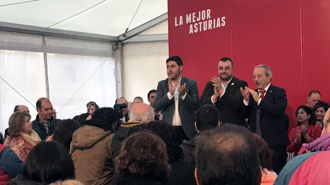 Adrián Barbón, Wenceslao López y Jonás Fernández, en el inicio de campaña en Oviedo