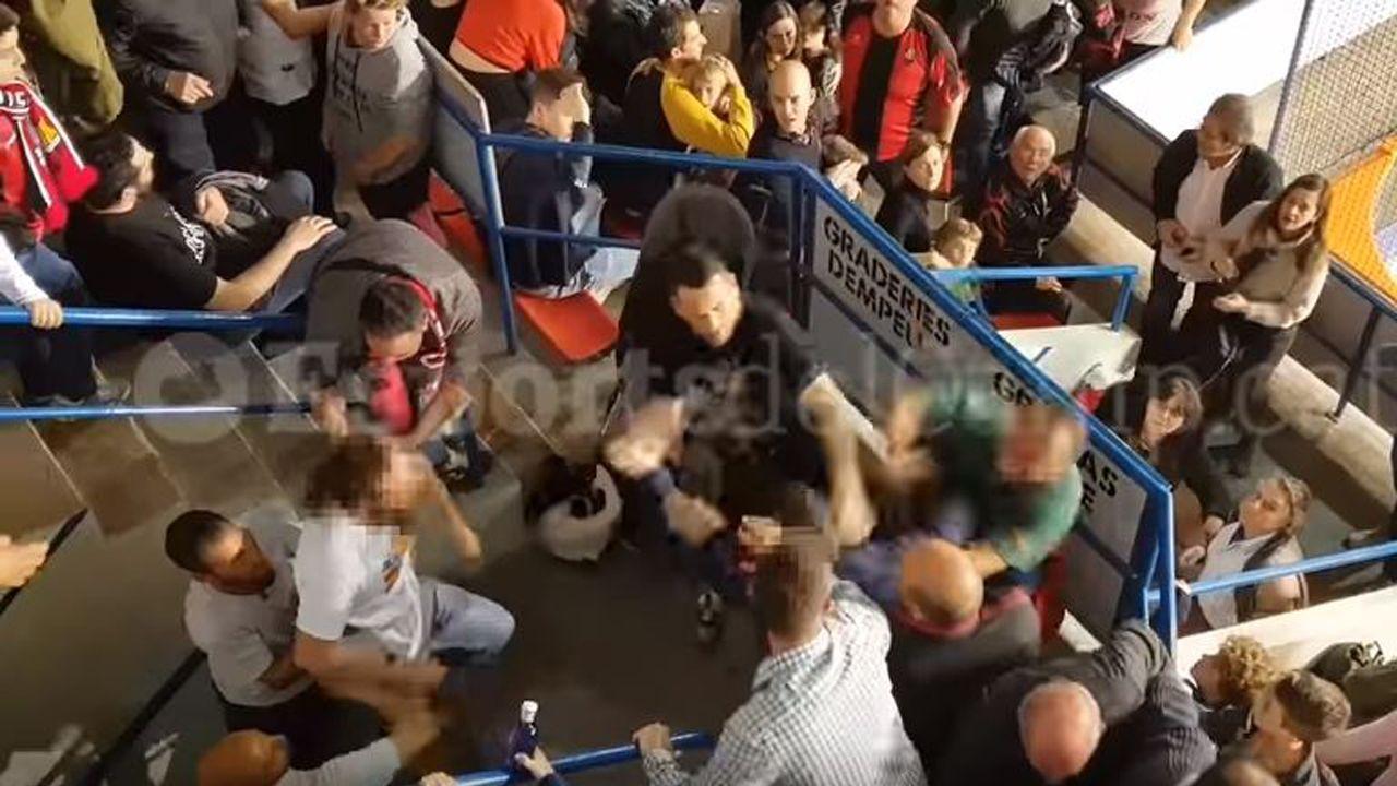 Los aficionados del Reus se lían a puñetazosdurante elpartido ante el Liceo.