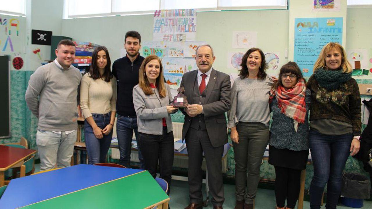El alcalde, Wenceslao López, y la edil de Igualdad, Marisa Ponga, visitan la Casa de Acogida de Oviedo