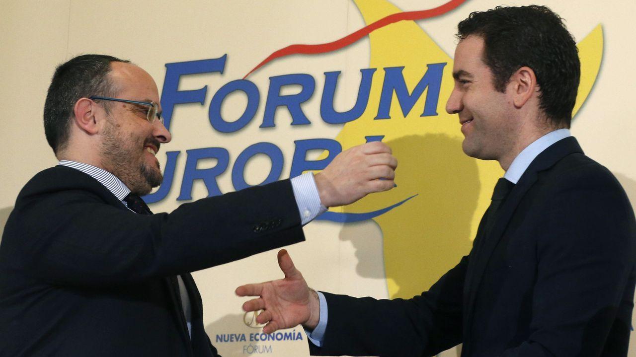 | EFE.García Egea (derecha) protagonizó un desayuno informativo con el líder del PP cataán, Alejandro Fernández