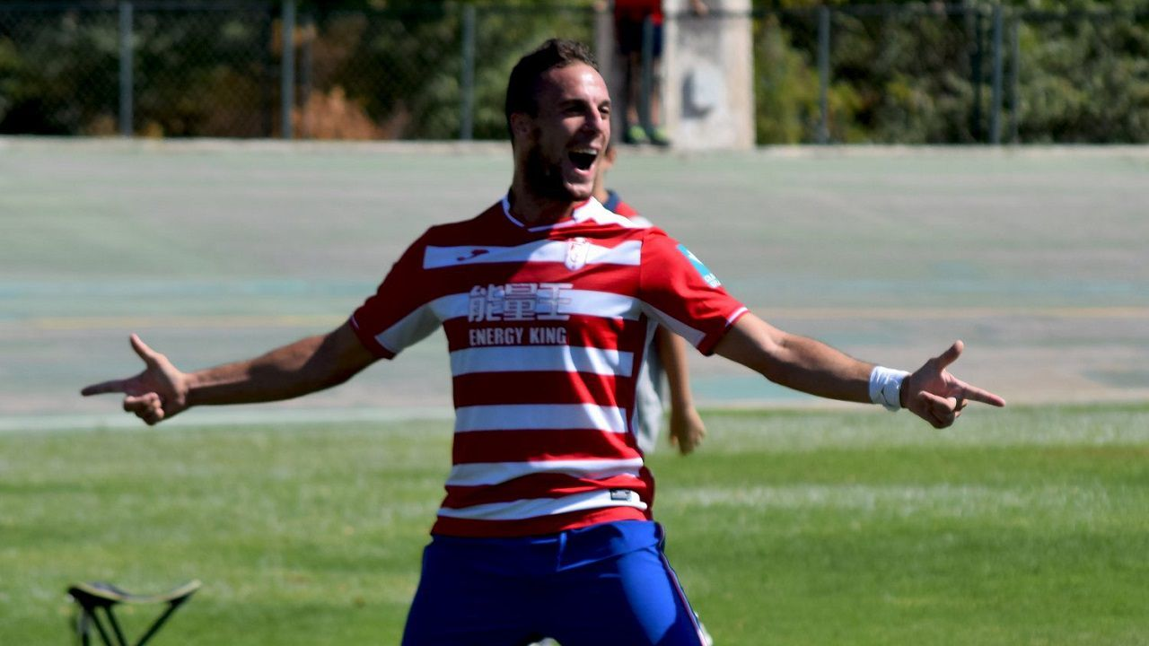 Casi celebra un gol con el Granada B