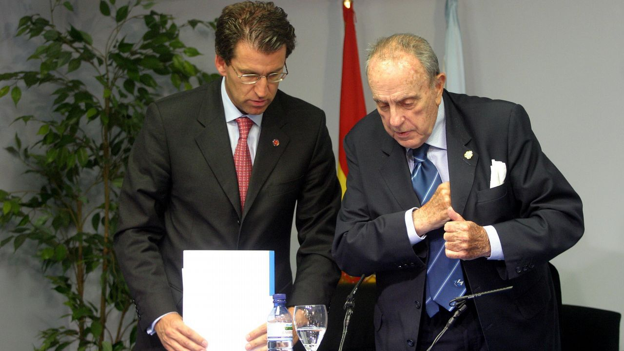 Manuel Fraga y Feijoo en una rueda de prensa tras el consello de la Xunta en septiembre del 2004, poco después de su toma de posesión como vicepresidente primero.