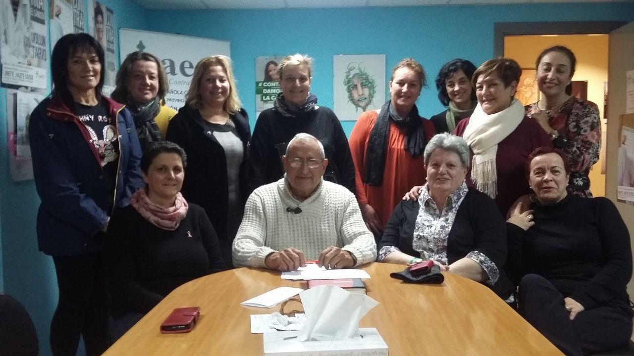 La Asociación Española Contra el Cancer monta una carpa en el paseo para informar a los ciudadanos sobre el cáncer de colon.Los participantes se dieron cita en el campo de fútbol de Barbantes-Estación