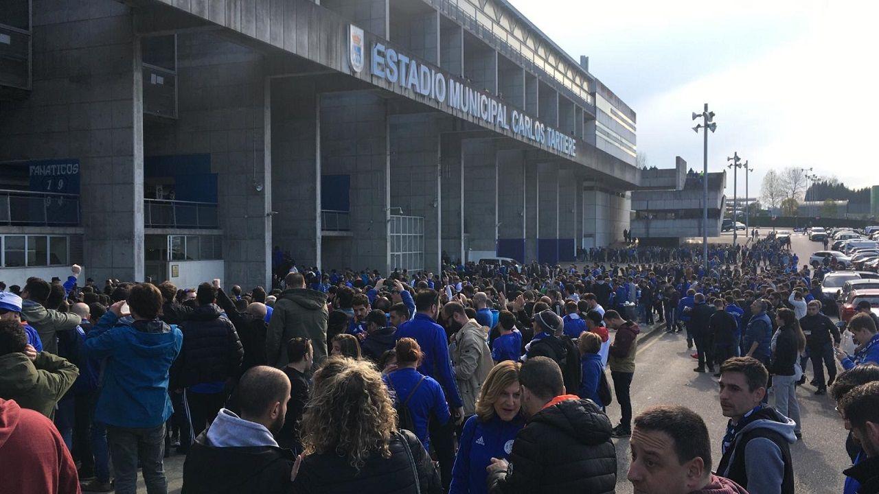 Gol Christian Fernandez Real Oviedo Nastic Carlos Tartiere.Aficionados del Real Oviedo durante la protesta