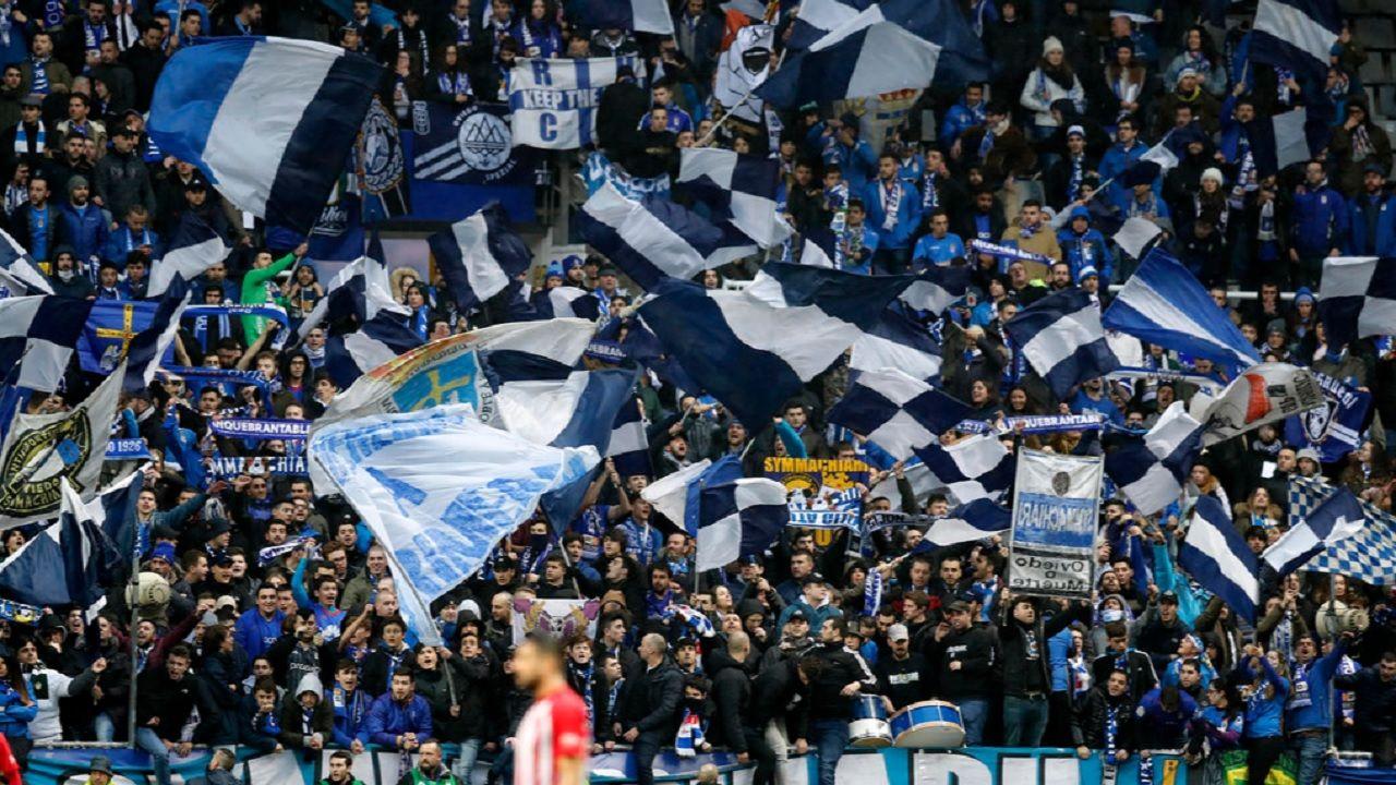 Real Oviedo Sporting derbi Carlos Tartiere.La aficion del Tartiere anima durante el derbi
