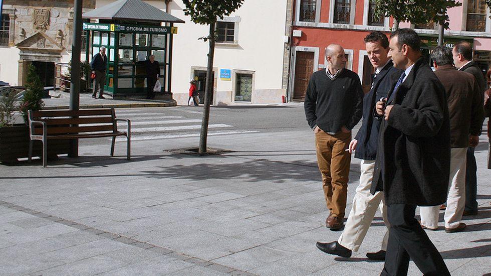 Marcelino Marcos Líndez y Fernando Lastra, durante una visita a Tineo.Marcelino Marcos Líndez y Fernando Lastra, durante una visita a Tineo