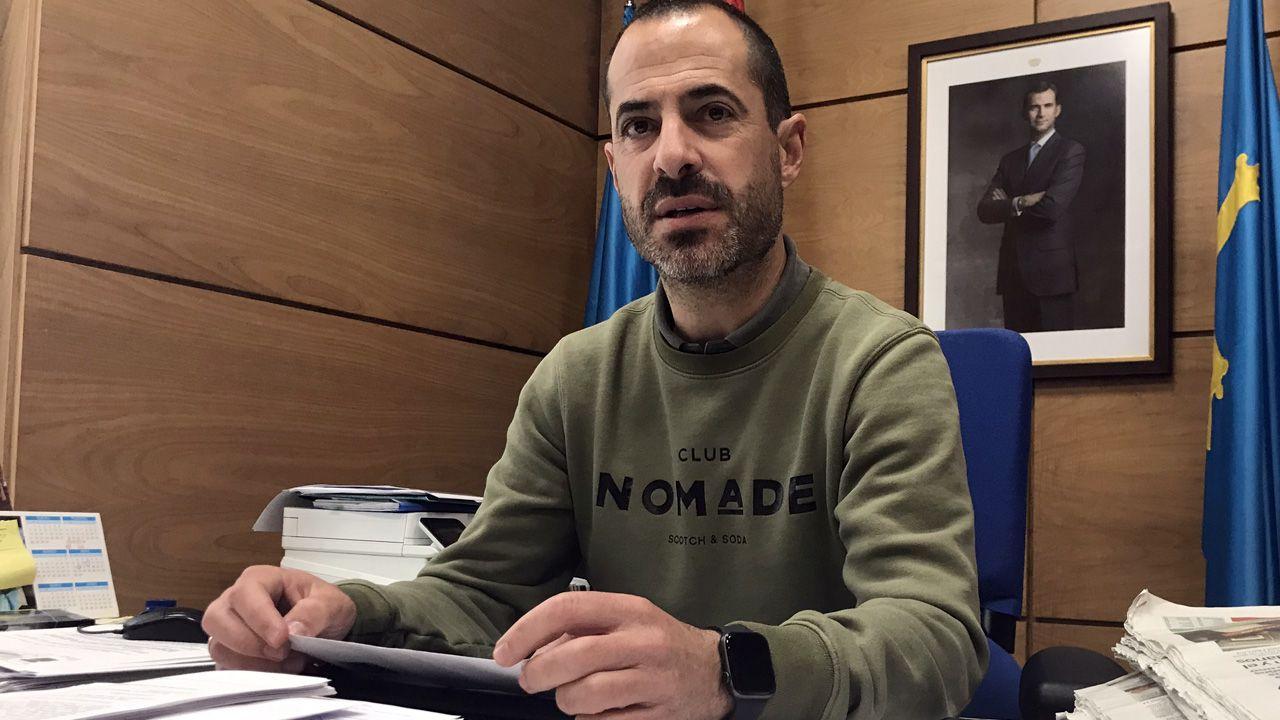 oleiros gelo.El alcalde de Siero, Ángel García, Cepi, en su despacho de la Alcaldía