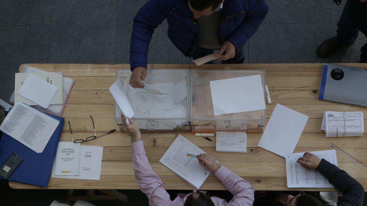 Las urnas repletas de votos para el Congreso y el Senado, en Pola de Siero