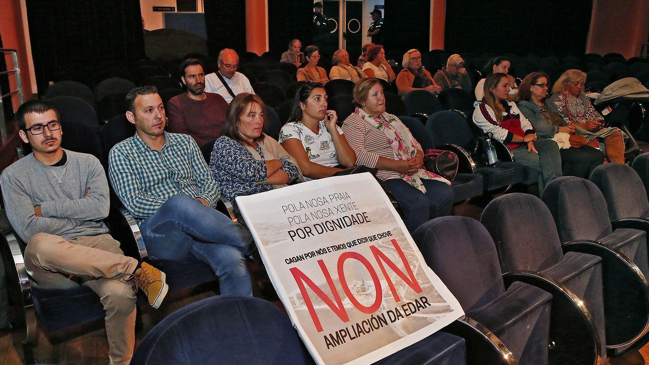 Los puntos clave del pacto presupuestario.Los Mossos ante el Parlamento Catalán durante la jornada del referendo ilegal del 1-O