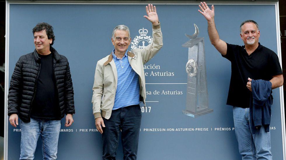 . Los integrantes de Les Luthiers, Premio Princesa de Asturias de Comunicación y Humanidades, Jorge Maronna (c), Horacio Turano (i) y Martin O'Connor (d), a su llegada hoy a Oviedo con motivo de la próxima entrega de los Premios Princesa de Asturias. Los seis miembros de Les Luthiers se encuentran ya en Oviedo.