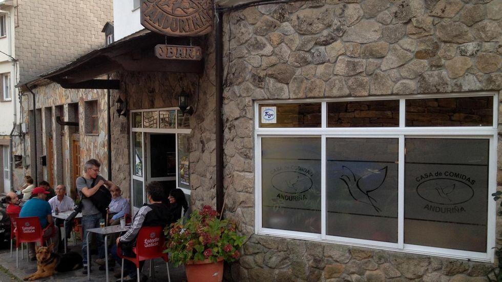 Exterior del bar Anduriña, en Seoane do Courel