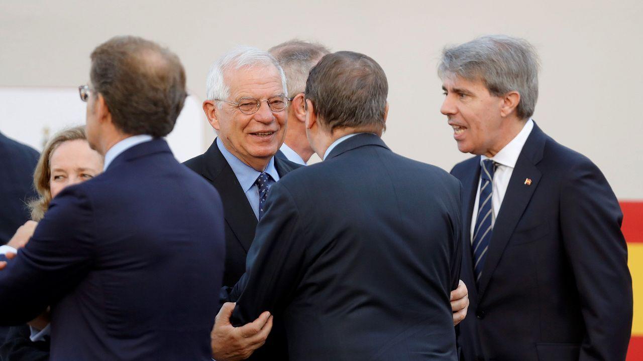 Desfile del Dia de la Fiesta Nacional: Borrell saluda a varios presidentes autonómicos