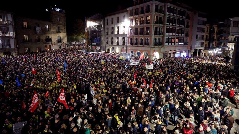 La alcaldesa de Avilés, Mariví Monteserín.Miles de personas han participado en la manifestación en defensa de Alcoa, en Avilés