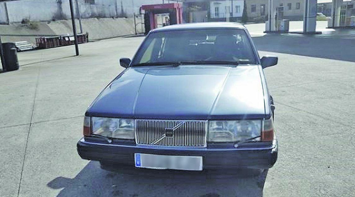 Alerta roja en el patrimonio pontevedrés.El coche blindado en venta fue regalado por el PP a la Xunta para su uso por Manuel Fraga en 1991