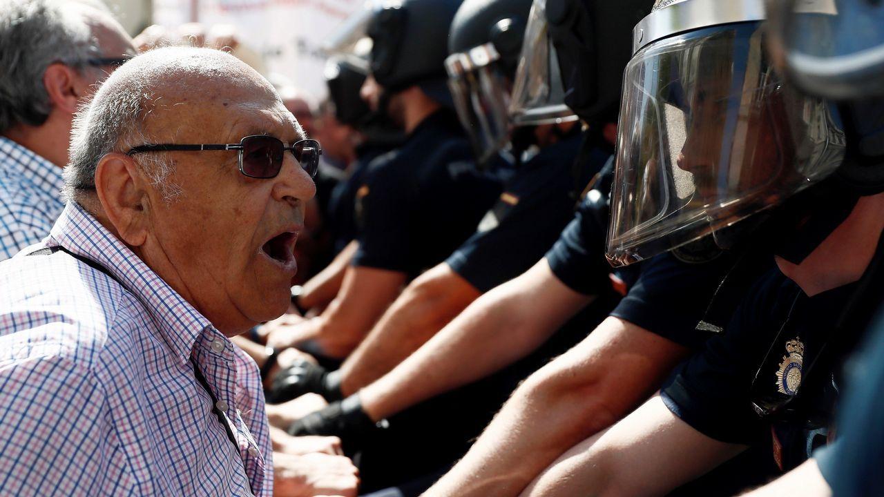 Tensa protesta de pensionistas a las puertas del Congreso.