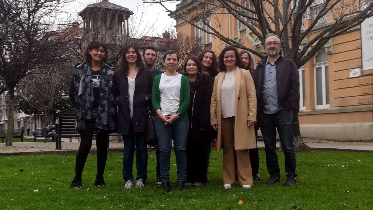 Yolanda Huergo junto a los miembros de la candidatura de Ganar Xixón