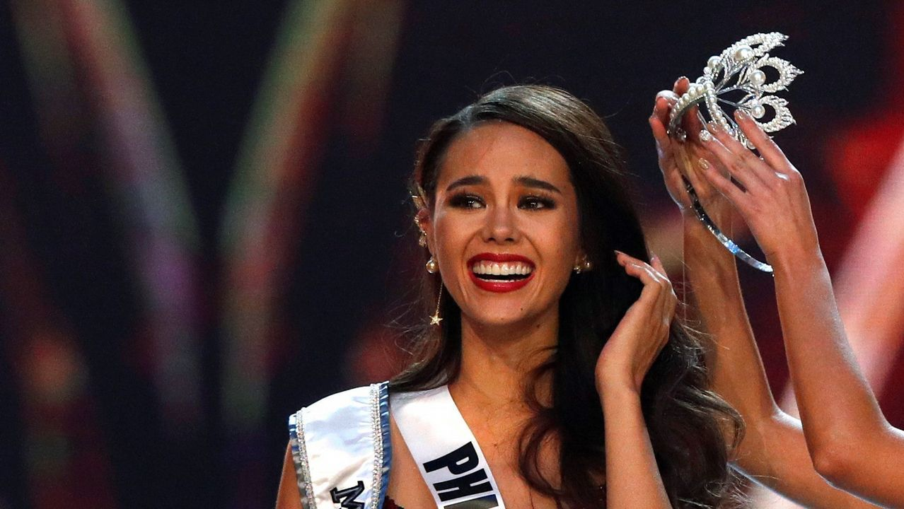 La filipina Catriona Gray recibe la corona