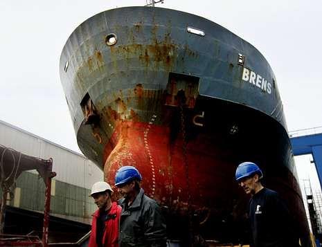 Protesta ante el Fondo de Garantía Social en Vigo.Muchos parados del naval han buscado empleo en otros sectores, según los sindicatos.