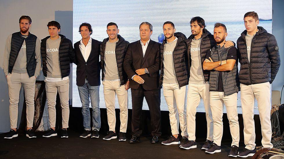 En directo: La Junta de accionistas del Deportivo.Los jugadores del Dépor lucieron las prendas de Ecoalf en presencia de Tino Fernandez