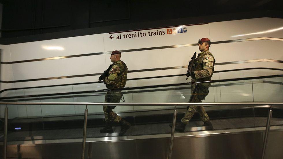 Vigilancia de la estación Termini después de los atentados de París.