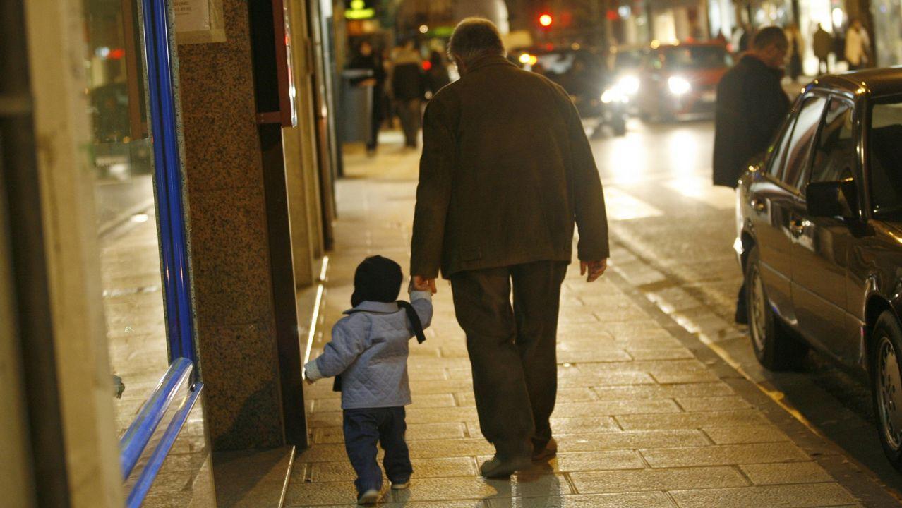 Desembarco de cruceristas en A Coruña.A un vecino de A Coruña le retiraron la custodia porque a su hijo lo cuidaban los abuelos